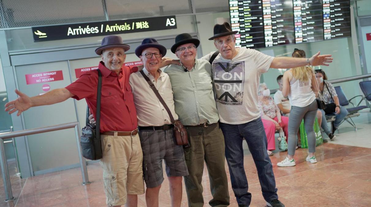 Un canadien de 74 ans rencontre pour la première fois ses 3 demi-frères français
